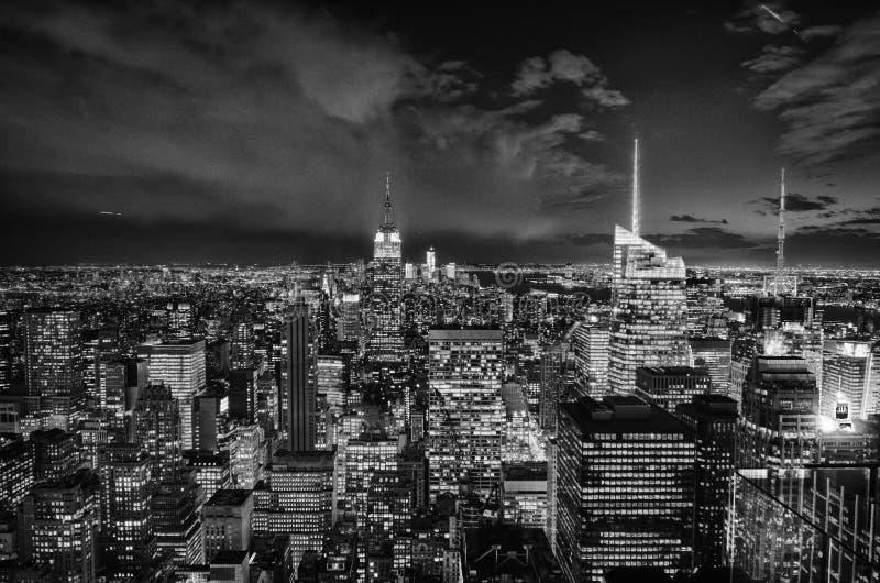 Indicatori luminosi in bianco e nero di notte di new york for Foto new york notte
