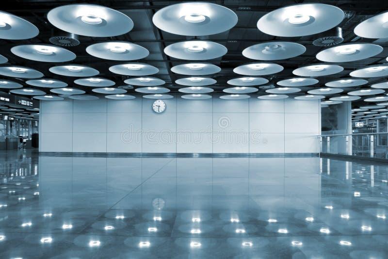 indicatori luminosi dell'interiore dell'aeroporto immagini stock libere da diritti