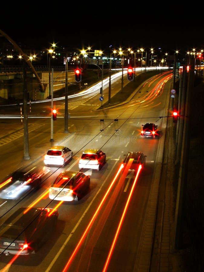 Indicatori luminosi della città di notte fotografia stock