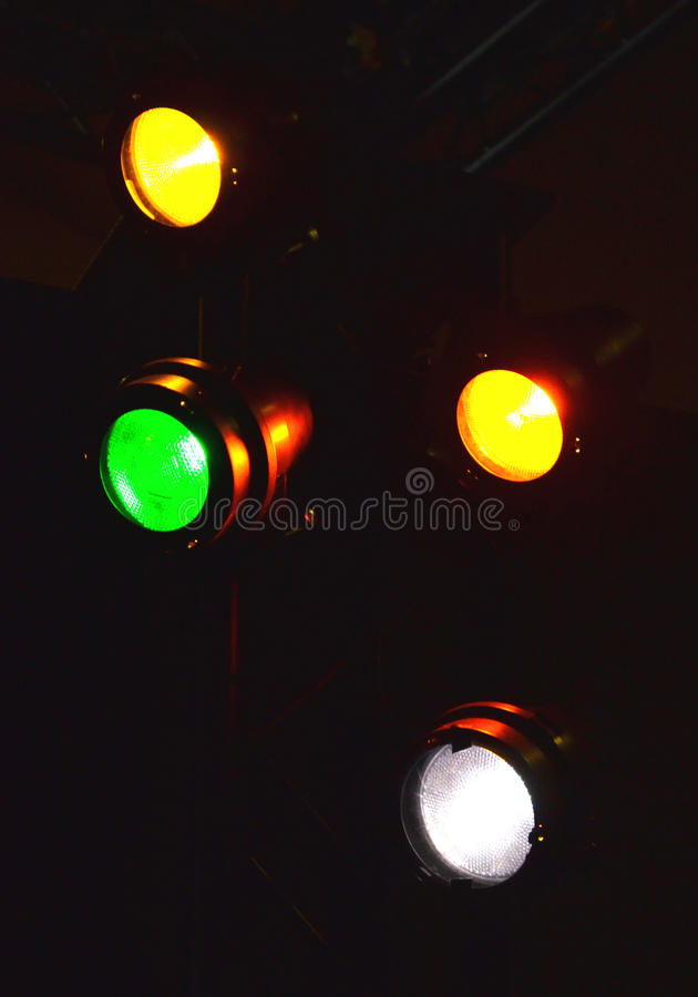 Indicatori luminosi della fase nello scuro immagine stock