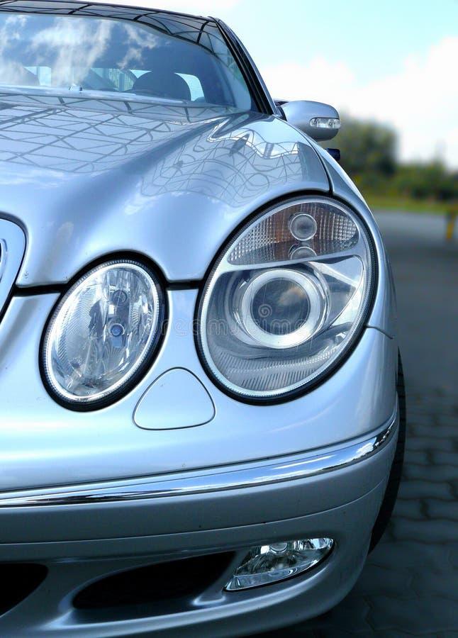 Indicatori luminosi di fronte dell'automobile di Mercedes immagini stock libere da diritti