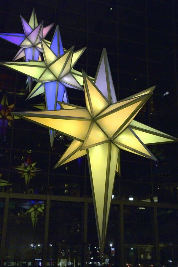 Indicatori luminosi di natale nell'edificio della Time Warner immagini stock libere da diritti