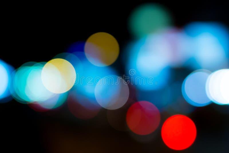 Indicatori luminosi di notte in città fotografia stock libera da diritti
