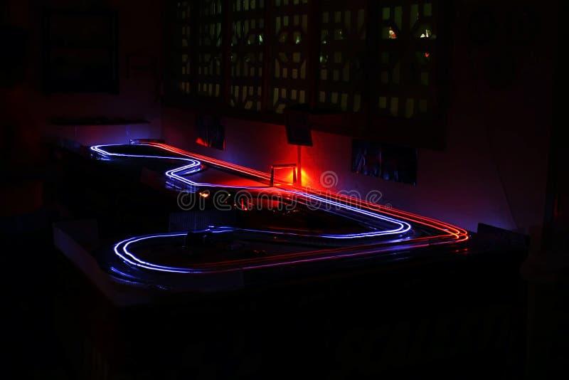 Indicatori luminosi di velocità delle automobili di scanalatura fotografia stock libera da diritti