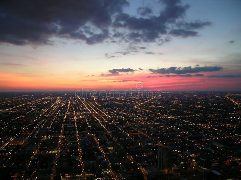 Indicatori luminosi e tramonto della città del Chicago fotografia stock