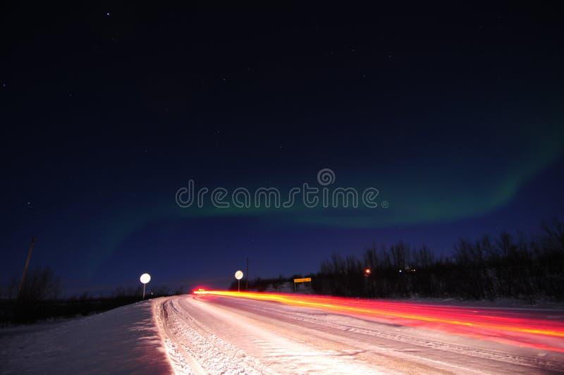 Indicatori luminosi nordici e strada immagine stock libera da diritti