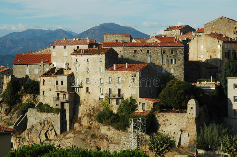 Indicatori luminosi in Sartene, Corsica di sera immagini stock libere da diritti