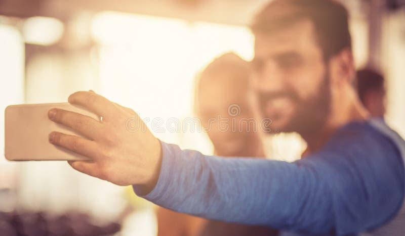 Indichiamo al mondo che il sorriso è là quando siete in buona salute fotografie stock