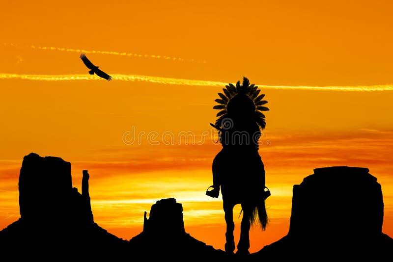 Indien à cheval en vallée de monument au coucher du soleil illustration libre de droits