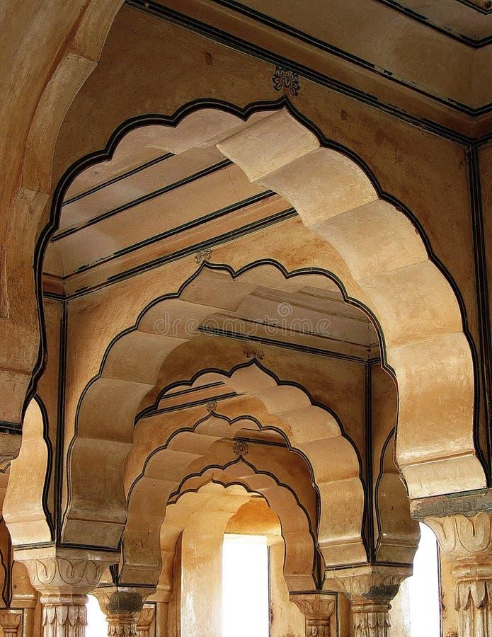 Indien arkitektur välva sig dörröppningar royaltyfria bilder