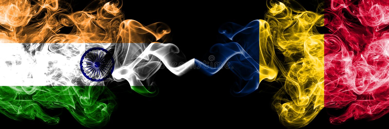 Indien gegen Tschad, Rauchflaggen von Tschad nebeneinander gesetzt Dicke farbige seidige Rauchflaggen des Inders und des Tschads, stockbilder