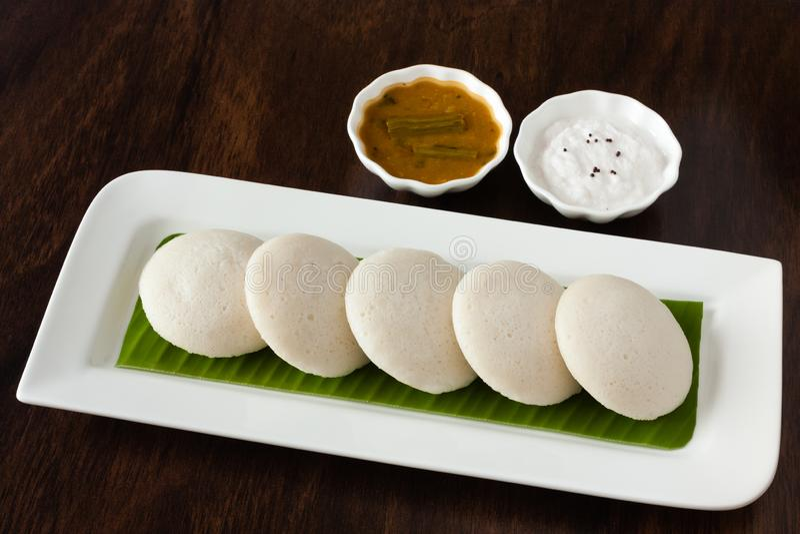 Indien oisif avec le chutney et le sambar photo stock