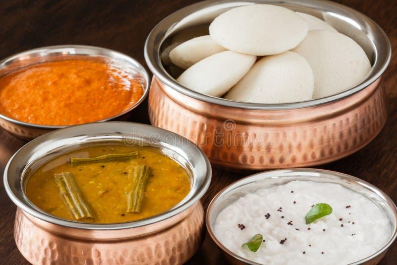 Indien oisif avec le chutney et le sambar image stock