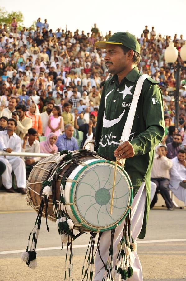 Indien Pakistan gränsceremoni royaltyfria foton