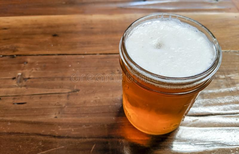 Indien Pale Ale Craft Beer Tasting Sample lizenzfreies stockbild