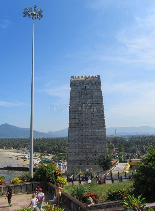 Indien staten av Karnataka, staden av Murdeshwar November 16, 2014 Gopuram fotografering för bildbyråer