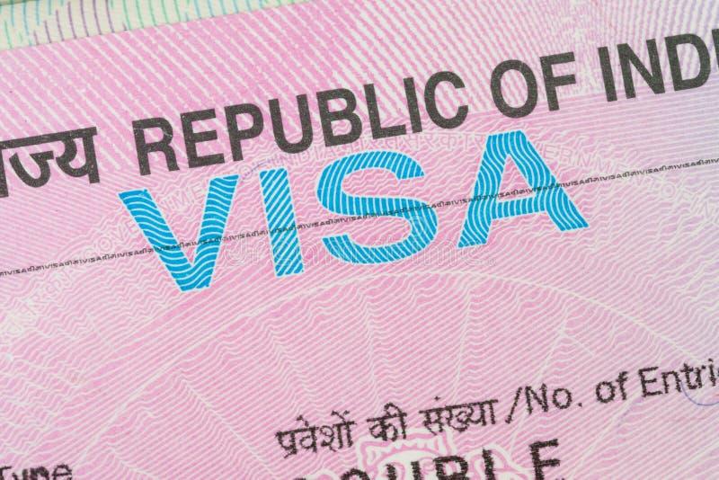 Indien visum i ett pass royaltyfri fotografi
