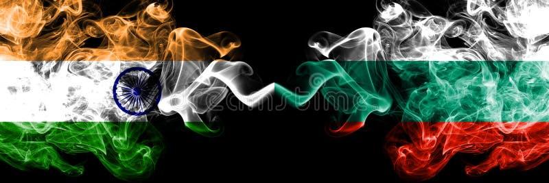 Indien vs Bulgarien, bulgariska rökflaggor förlade sidan - vid - sidan Tjocka kulöra silkeslena rökflaggor av indiern och Bul arkivfoto