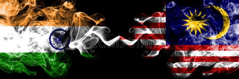 Indien vs Malaysia, malaysiska rökflaggor förlade sidan - vid - sidan Tjocka kulöra silkeslena rökflaggor av indiern och Mala fotografering för bildbyråer