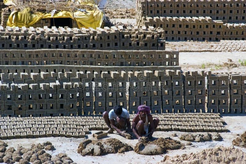 Indiens Ziegelsteinfabrik lizenzfreies stockfoto