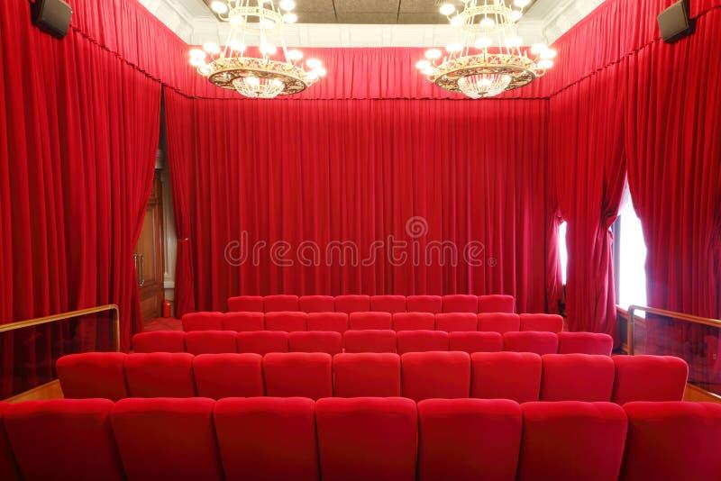 Indietro dei sedili nel corridoio di manifestazione dell'immagine fotografia stock