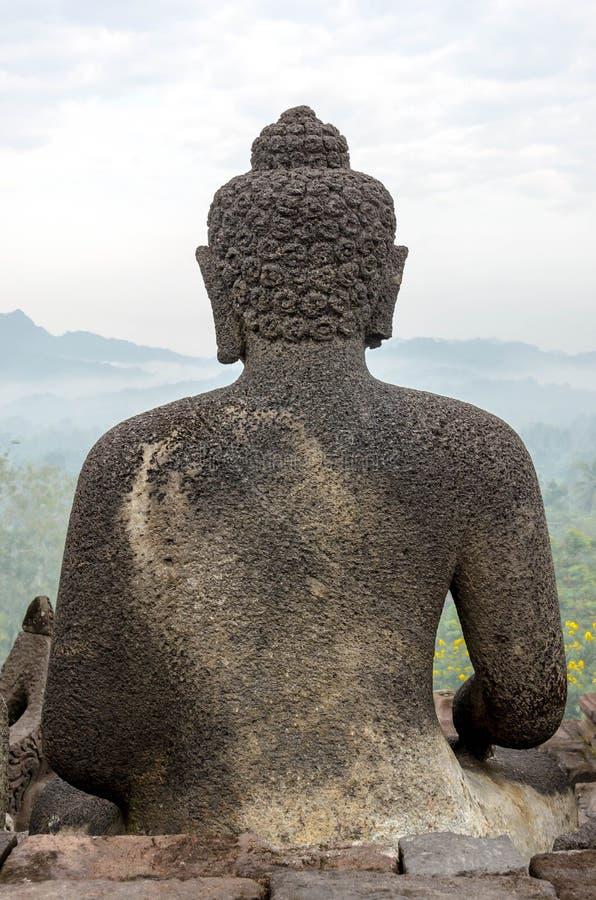Indietro del tempio di Borobudur della statua di Buddha a Yogyakarta, Java, Indo immagine stock