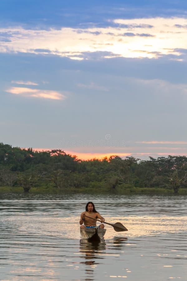 Indigènes de parc national de Cuyabeno Equateur image stock