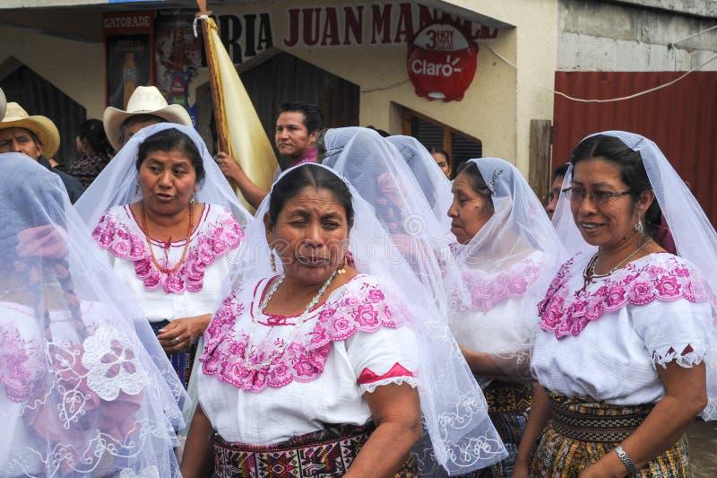 Indigeno maya celebrando l'arrivo del vescovo al pe di San fotografia stock libera da diritti