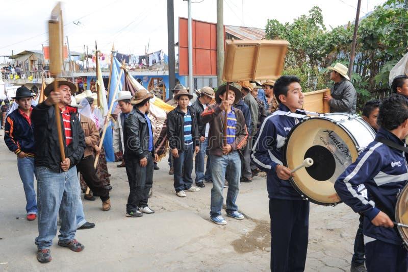 Indigeno maya celebrando l'arrivo del vescovo al pe di San fotografia stock