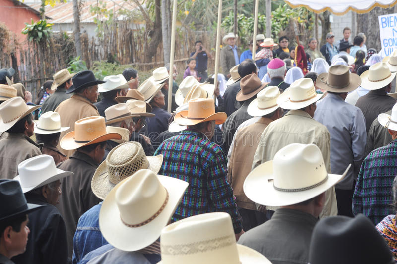 Indigeno maya celebrando l'arrivo del vescovo al pe di San immagine stock libera da diritti
