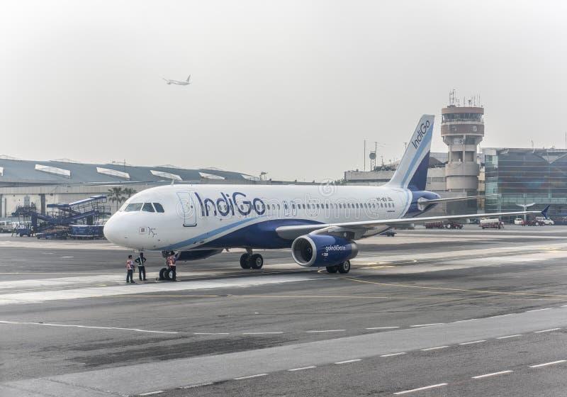 Indigo-Fluglinien Airbus 320 stockfotos