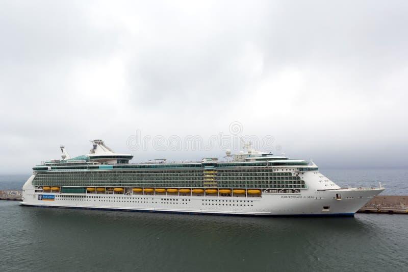 Indipendence dos mares cruza entrado no porto foto de stock royalty free
