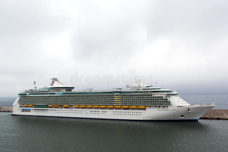 Download Indipendence Of The Seas Cruise Docked At Harbor Editorial Image - Image: 25224495
