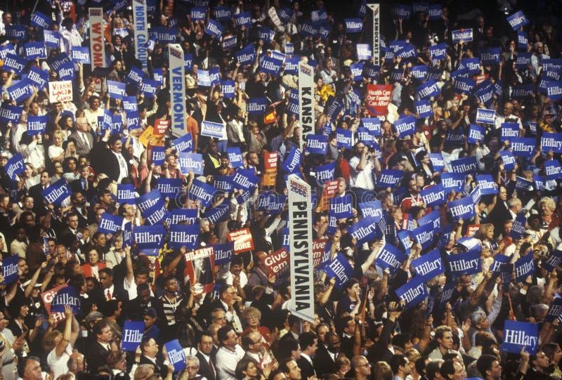 Indique delegações e sinais nas 2000 convenções Democráticas em Staples Center, Los Angeles, CA fotografia de stock royalty free