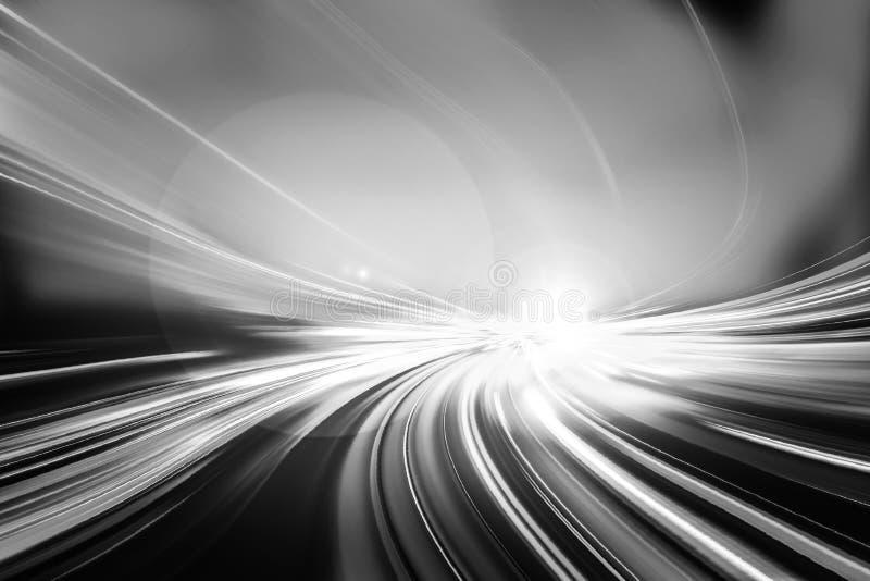 Indique a velocidad el efecto ligero de la cola con la ciudad moderna en fondo imagen de archivo libre de regalías