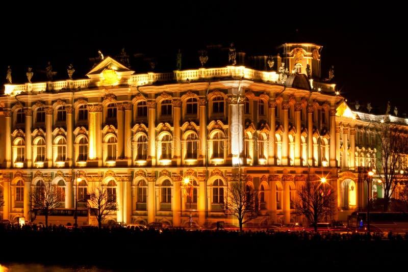 Indiquez le musée d'ermitage (palais de l'hiver) - RU célèbre photo stock