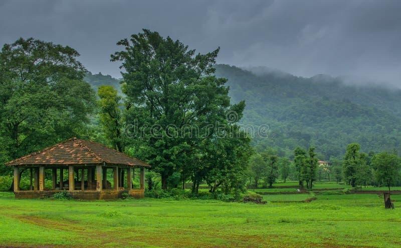 Indisch Dorp tijdens moesson royalty-vrije stock fotografie