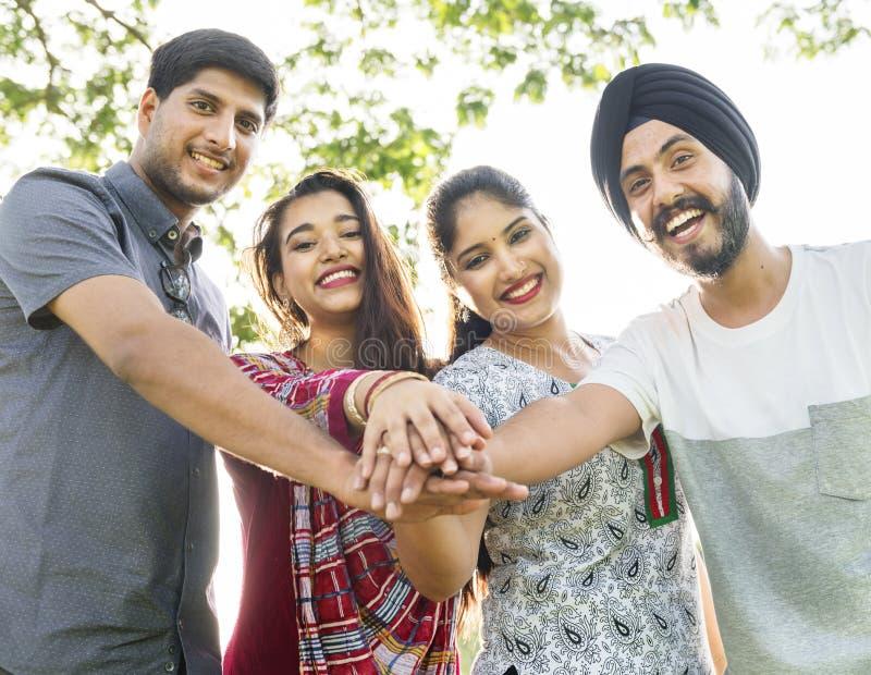 Indisch het Behoren tot een bepaald ras Communautair Toevallig Vrolijk Concept royalty-vrije stock fotografie