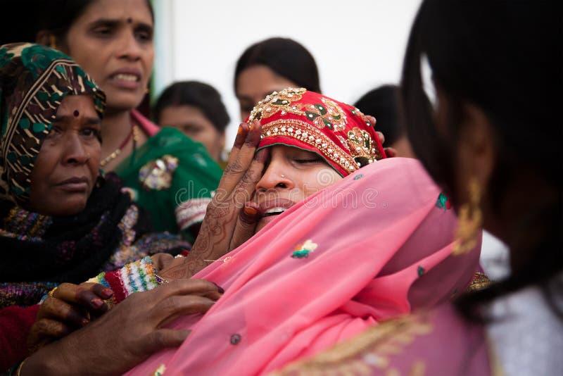 Indisch Huwelijks emotioneel ogenblik stock afbeeldingen