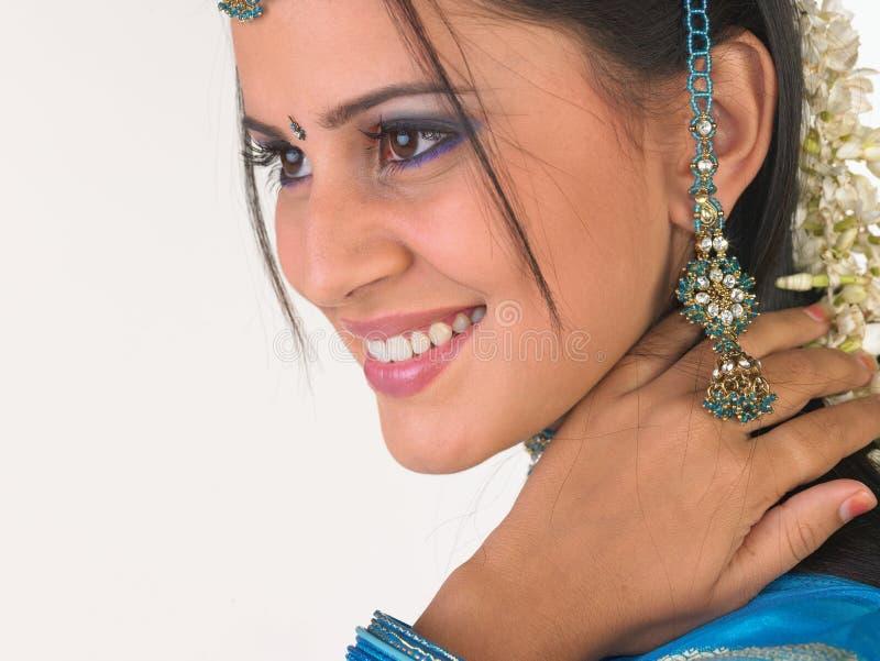 Indisch meisje met bloemen royalty-vrije stock foto