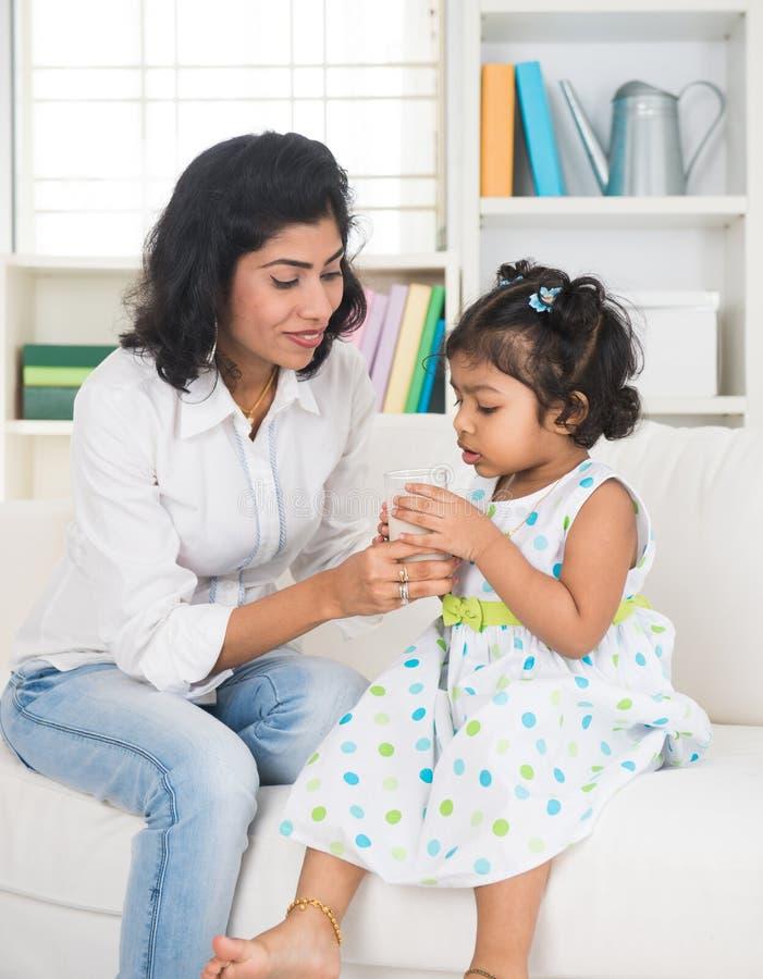 Indisch moeder en kind royalty-vrije stock afbeelding