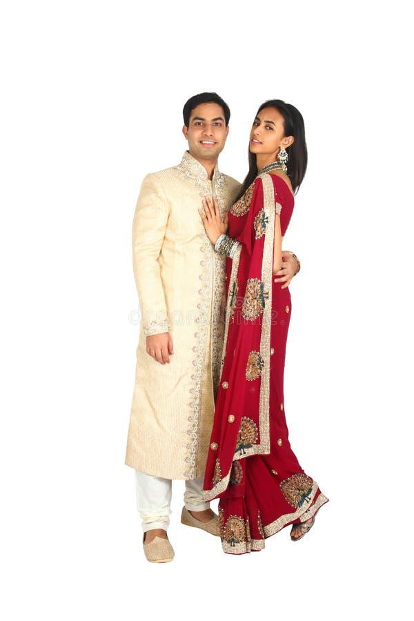 Indisch paar in traditionele slijtage stock fotografie