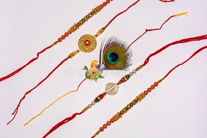 Indisch traditioneel festival Raksha Bandhan, Elegante Rakhi over wit geïsoleerde achtergrond royalty-vrije stock afbeelding
