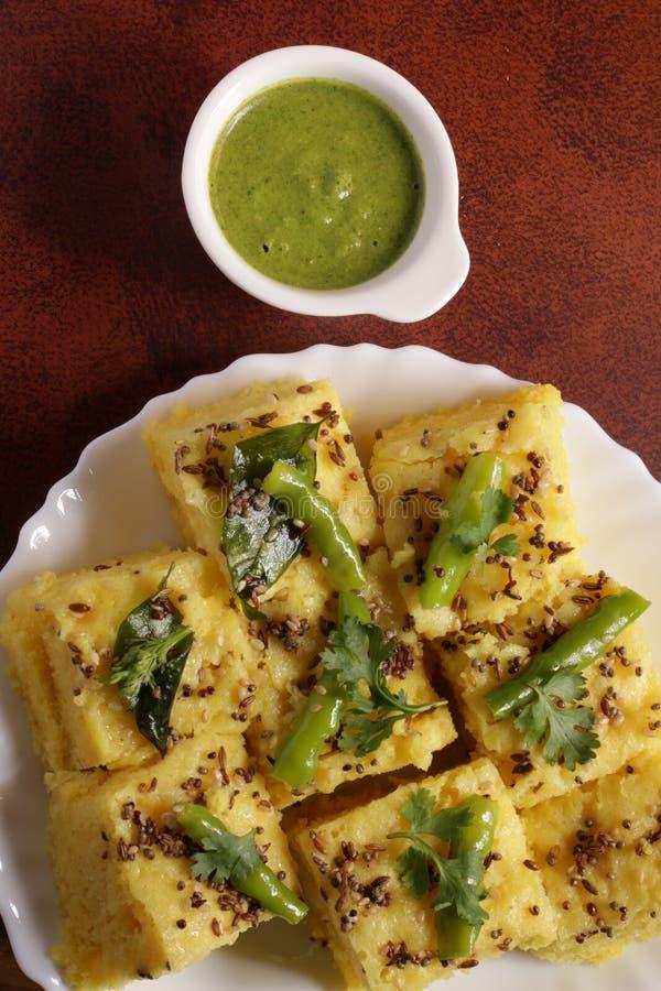 Indisch Voedsel - Gujarati Khaman Dhokla royalty-vrije stock afbeelding