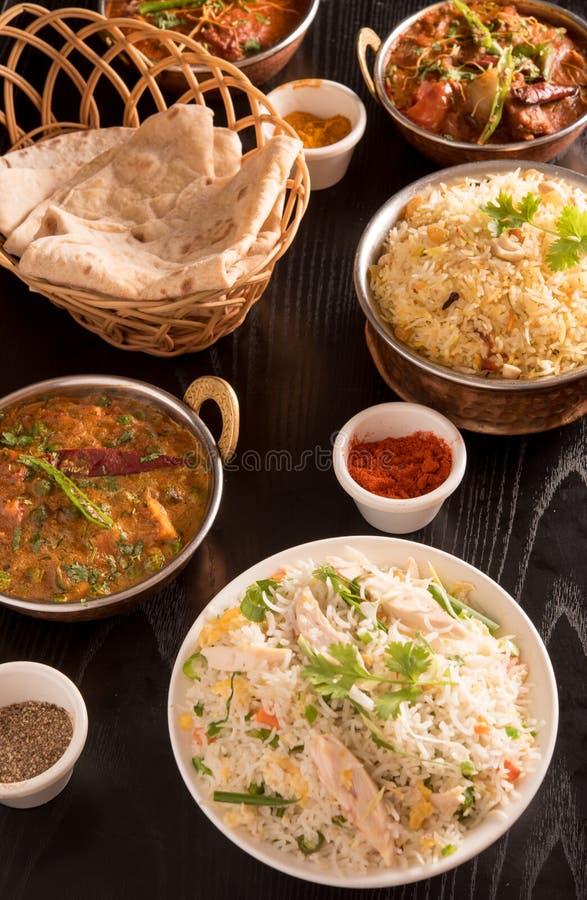 Indisch voedsel; kruidt, chapathi, gebraden rijst met kerrie royalty-vrije stock fotografie