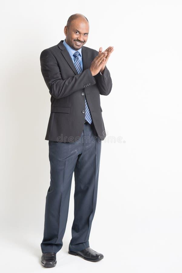 Indisch zakenlui die handen slaan stock fotografie
