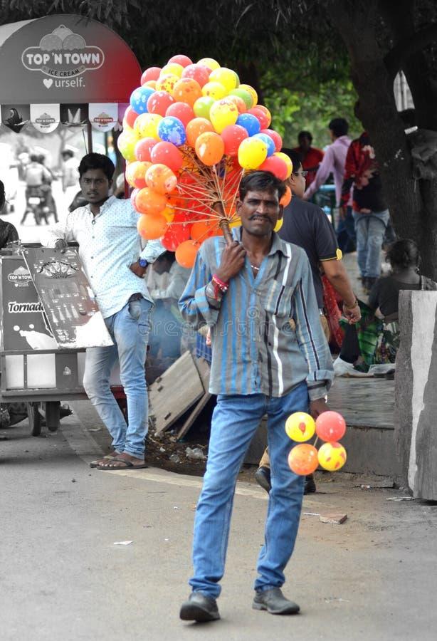 Indische ballonverkoper stock afbeeldingen