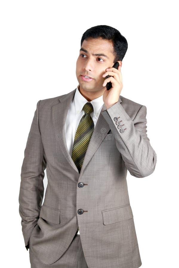 Indische Bedrijfsmens die cellphone gebruikt stock foto