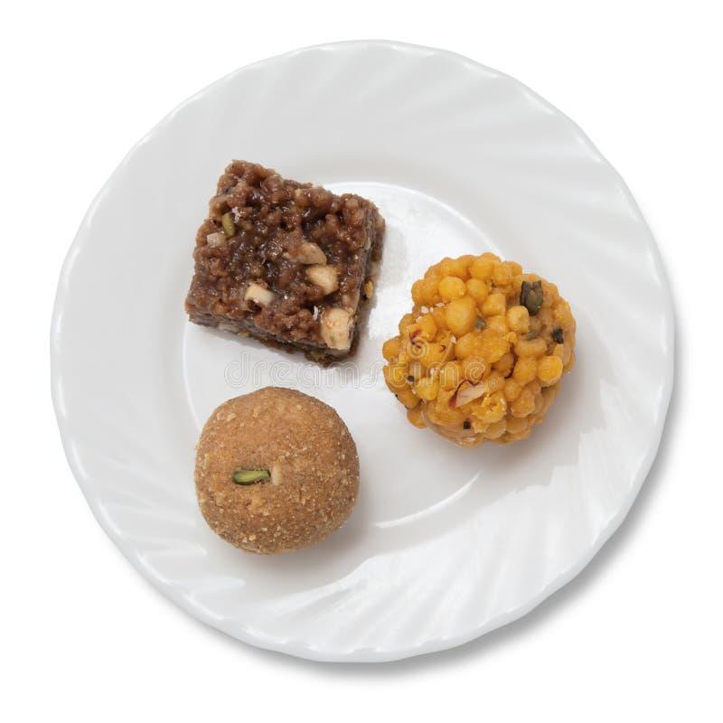 Indische Bonbons auf einer Platte stockfotografie