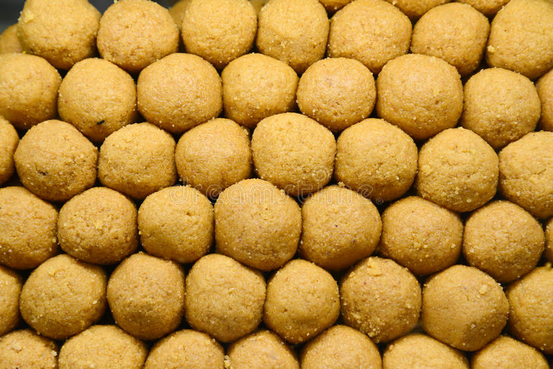 Indische Bonbons - Besan-laddo lizenzfreies stockfoto